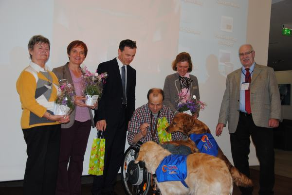 From the left to the right - Mrs. Bieber, Mrs. Plass, Dr. Fogel, Mr. Riehl, woman Dr. Volpert and Mr. Franz Krämer and in the middle the VITA dogs.